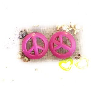 Jewelry - Peace sign earrings
